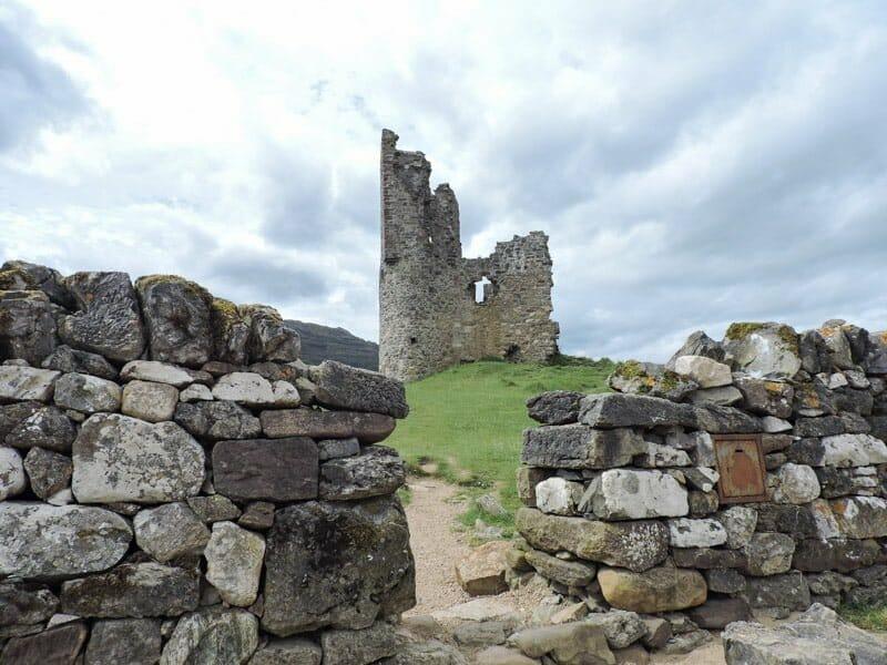 Ardvreck Castle, wall, grass Scotland_
