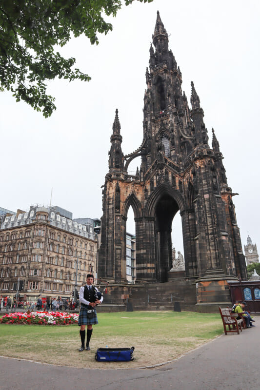 Scotts Monument with piper_