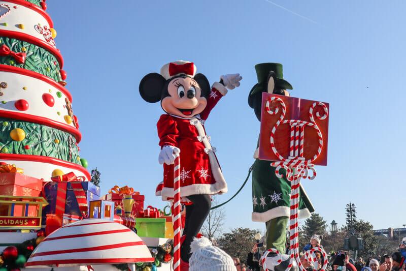 Minnie Mouse Disneyland Paris Christmas Parade_