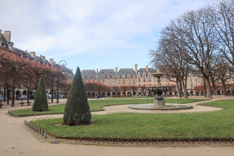 Square Louis xiii Marais Paris_