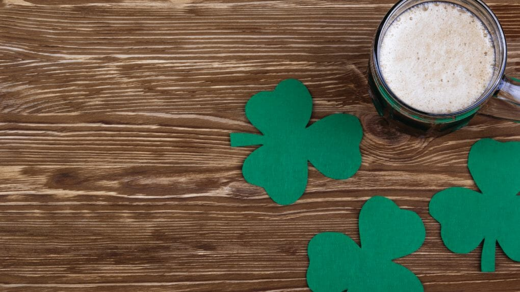 Guinness and clovers background