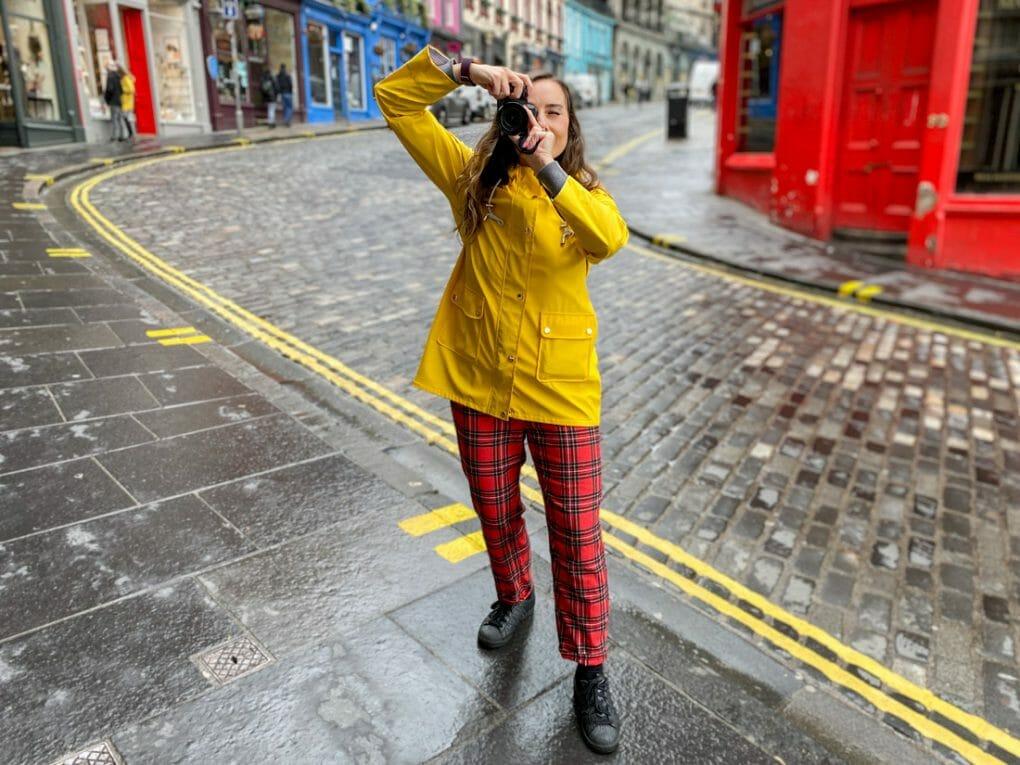 Victoria-Street-Gemma-Yellow-Coat-Rain-Camera-Edinburgh_